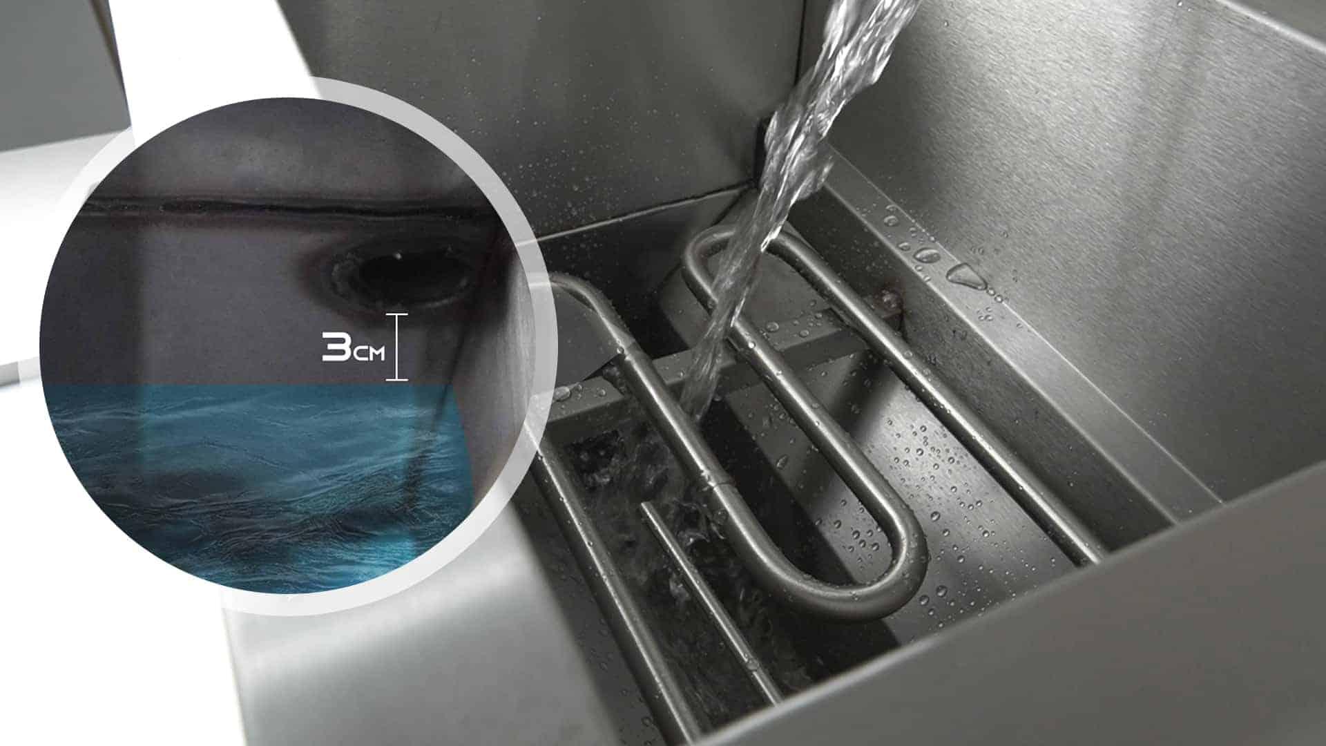 Bếp chiên nhúng công nghiệp FM-IND đổ nước làm mát vào bếp