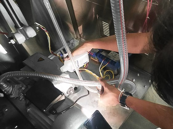รับซ่อมเครื่องซีลสุญญากาศ-ช่างซ่อม4