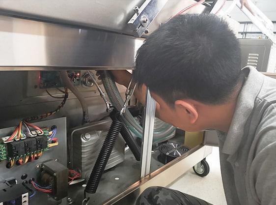 รับซ่อมเครื่องซีลสุญญากาศ-ช่างซ่อม6